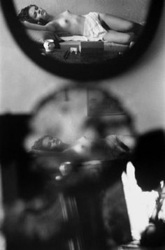 Saul Leiter, Le sommeil, ca. 1955. © Saul Leiter / Courtesy Howard Greenberg Gallery, New York.