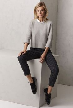 Minimalist Fashion Tips: Womens Minimal Outfits Minimal Fashion Style Tips. Minimal fashion Outfits for Women and Simple Fashion Style Inspiration. Minimalist style is probably basics when comes to style. Womens Fashion For Work, Work Fashion, Trendy Fashion, Winter Fashion, Trendy Style, Office Fashion, Fashion Fashion, Fashion Trends, Fashion Ideas