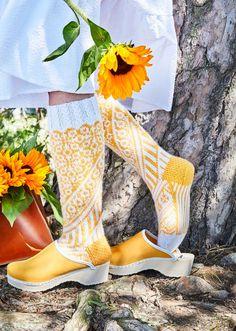 32 x ilmainen villasukkaohje   Meillä kotona Clogs, Kitenge, Knitting Socks, Skirt Outfits, Leg Warmers, Handicraft, Mittens, Knit Crochet, Winter Fashion