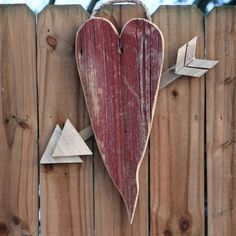 Barn Wood Heart Sign - Heart w/ Arrow Barn Wood Signs, Reclaimed Barn Wood, Woodworking Projects That Sell, Woodworking Wood, Popular Woodworking, Woodworking Magazine, Woodworking Classes, Youtube Woodworking, Woodworking Software