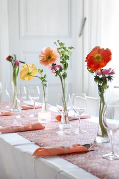 Table setting with wallpaper table runner from ECO Boråstapeter | individual flowers in lieu of one large arrangement