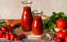Todo lo que necesitas saber para sacarle el máximo rendimiento a la salsa de tomate casera para aumentar la biodisponibilidad de los carotenoides. Food Cravings, Hot Sauce Bottles, Superfood, Food Pictures, Delish, Food Porn, Veggies, Cooking Recipes, Tasty