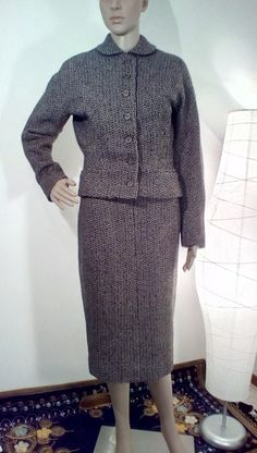 Hey, I found this really awesome Etsy listing at https://www.etsy.com/listing/172893020/1940s-dark-brown-black-wool-suit