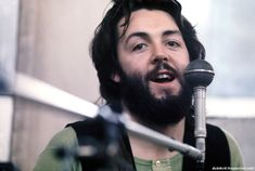 Последний альбом Beatles был выпущен 8 мая 1970 - незадолго до старта кинофильма с одноименным названием. Репетиции и записи альбома проводились в январе 1969 - первый в Твикенхеме в киностудии, потом в подвале и на крыше их штаб-квартиры - компании Apple в Лондоне на Сэвил Роу. Смотрите также:…