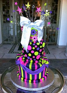 mad hatter black pink purple lime - Charly's Bakery