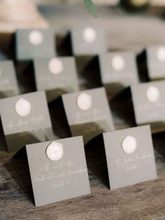 These grey escort cards with modern calligraphy and wax seals are simply stunning and elegant! Here are some modern and elegant wedding escort card and display ideas to impress your guests! Wedding Seating Cards, Card Table Wedding, Wedding Place Cards, Wedding Tables, Diy Place Cards, Cards Diy, Elegant Wedding, Diy Wedding, Wedding Ideas