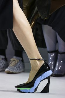 Details at Dior Autumn-Winter 2014 Women Fashion Show #PFW #RTW #AW14 #Dior #LVMH via www.vogue.fr
