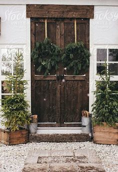 Rustic Christmas, love the front door Merry Little Christmas, Noel Christmas, Country Christmas, All Things Christmas, Winter Christmas, Simple Christmas, Natural Christmas, Cottage Christmas, Woodland Christmas