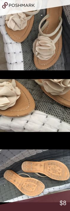 Cream colored double strap flip flops size 40 Really nice shape cream colored flip flops little scuff on the toe but in great shape otherwise size 40 ... Which I think are a 7-7.5 . These were my daughters . Shoes Sandals