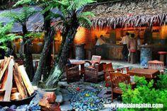 Tempat Kuliner di Bandung - Kampung Daun http://infojalanjalan.com/tempat-kuliner-di-bandung-yang-paling-terkenal
