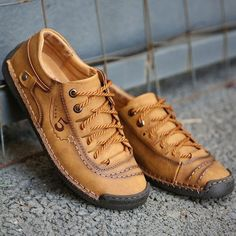 Mens Winter Shoes, Winter Sneakers, Mocassin Shoes, Casual Shoes, Men Casual, Best Shoes For Men, Yellow Shoes, Leather Loafers, Vintage Leather