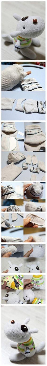 Uma excelente idéia para reutilizar meias velhas.