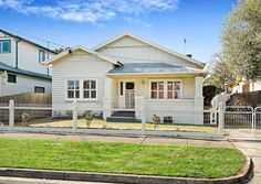 White on white // Kollet Sutton Blum-G Squires Mendez - it's Becky & Rajnit's house! Exterior Color Schemes, Exterior Paint, Bungalow Homes, Cottage Homes, Good House, My House, California Bungalow, Cottages And Bungalows, House Extensions