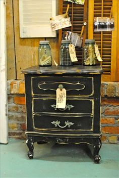 Love distressed furniture!