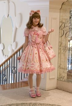 princess-peachie:  bonniviwii:  It's always wonderful to have an occasion to wear my dream dress - in this case, it was wonderful deserts at Laurent Boulangerie Patisserie. :)  CUTIE