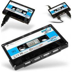 Lorsque le rétro rencontre la nouvelle technologie, cela donne cet excellent hub USB en forme de cassette audio !