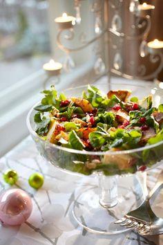 Granaattiomena-juustosalaatti joulupöytään   Maku Vegetarian Salad Recipes, Salad Recipes For Dinner, Spinach Recipes, Healthy Salad Recipes, Quinoa, Food Inspiration, Food Videos, Kale, Food And Drink