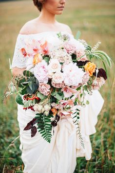 10 Larger-Than-Life Wedding Bouquets That Are Anything But Ordinary