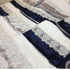 Cueiros e fraldas da linha luxo! Todas as nossas peças são feitas com enchimentos antialérgicos, tecidos de primeira qualidade e acabamentos impecáveis! Tudo para alegria das mamães e conforto para os bebês! #kitberco #kitberço #enxovaldebebe #enxovaldobebe #enxovalpersonalizado #protetordeberco #protetoresdeberco #sipetit #babyboy #babygirl #babyroom #gravida #kitcama #maternidade #mamae #kitdeberco #kitdeberço #kitbercopersonalizado #kitberçopersonalizado #enxovaldemeni...