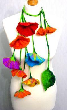 Main-feutres-Art-collier-foulard-ceinture-et-boucles-doreilles-FLEURS-RAINBOW