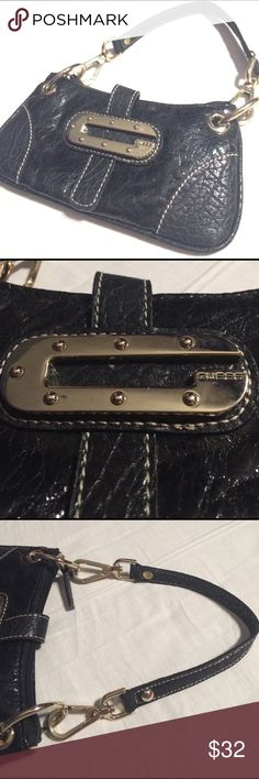 Guess handbag super clean! Clean black guess hand bag with main zipper pocket and little zipper pocket on inside, magnetic closure. Condition: 9/10 Guess Bags Mini Bags