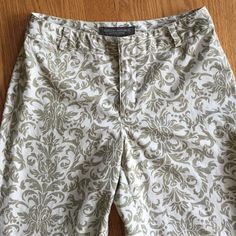 "Banana capris Elegant and classy capris with regal print,  Capri length (inseam: 26""), 100% cotton.  A summer staple! Banana Republic Pants Capris"