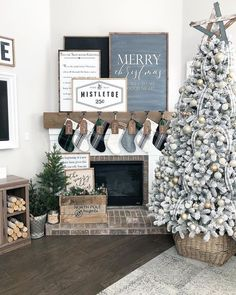 holiday mantle decor to swoon over this holiday season // kendallandalexis…. – Camila Goedert holiday mantle decor to swoon over this holiday season // kendallandalexis…. holiday mantle decor to swoon over this holiday season // kendallandalexis…. Christmas Mantels, Noel Christmas, Christmas Decorations, Christmas Cards, Christmas Decor For Mantle, Reindeer Decorations, Christmas Music, Christmas Movies, Christmas 2017