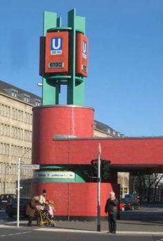BERLIN, Fehrbelliner Platz, Neugestaltung in den 70er Jahren ... sieht leider immer noch so aus und passt überhaupt nicht ins architektonische Umfeld