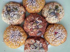 kruidige bloemkoolbroodjes heerlijk bij soep of tussendoor Healthy Baking, Healthy Snacks, Breakfast Carbs, Best Low Carb Bread, Low Carb Recipes, Healthy Recipes, Bad Carbohydrates, Cooking Bread, Go For It