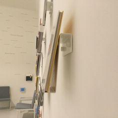 Stedelijk Museum Den Bosch: boeken als kunst (bijna onzichtbare frontale presentatie)