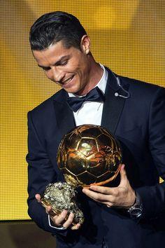 Cristiano Ronaldo. A tua Mãe deve ser das pessoas mais felizes do planeta por te ter como filho.
