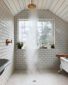 Douche ouverte sur salle de bains