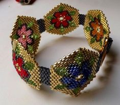Flower bracelet by Marfushecika from a pattern by Esther Cristal. Peyote Patterns, Beading Patterns, Beadwork Designs, Peyote Beading, Seed Bead Bracelets, Beading Tutorials, Bead Art, Bead Weaving, Beaded Embroidery