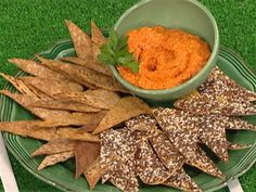 Delicious, healthy chips and dips for your Super Bowl party Healthy Superbowl Snacks, Quick Snacks, Healthy Chips, Healthy Recipes, Super Bowl Dips, Clams Casino, Carrot Dip, Recipe Today