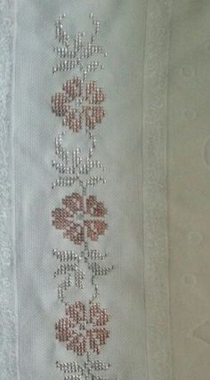 This Pin was discovered by Öze Weaving Patterns, Hand Embroidery, Diy And Crafts, Cross Stitch, Sewing, Handmade, Farmhouse Rugs, Cross Stitch Rose, Straight Stitch