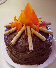 campfire cake: fudge ganache frosting, pirouette cookie sticks, melted butterscotch and cinnamon hard candy flames Food Cakes, Cupcake Cakes, Cup Cakes, Cupcake Toppers, Cinnamon Hard Candy, Cinnamon Sticks, Campfire Cake, Bonfire Cake, Campfire Cupcakes