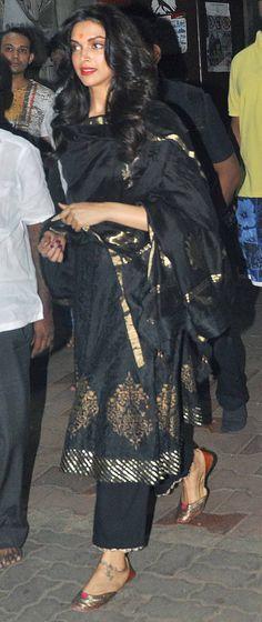 Deepika Padukone recently visited the Sidhhivinayak Temple to offer her prayers to Lord Ganesha : Spotted: Aishwarya Rai, Deepika Padukone and other stars
