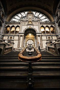Treinstation in Antwerpen, België. https://www.hotelkamerveiling.nl/hotels/belgie/hotel-antwerpen.html #antwerpen #belgie