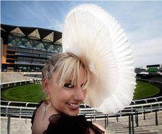 Curious, Funny Photos / Pictures: Top 15 most bizarre, unusual and funny hats in the world Silly Hats, Funny Hats, Crazy Hats, Cocktail Hat, Love Hat, Cool Hats, Fashion Over 50, Headgear, Woman Face