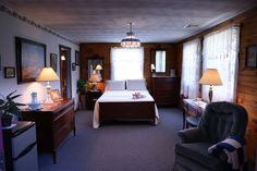 Alexandrea Suite - Enjoy a gourmet breakfast each morning at the Berry Patch Bed and Breakfast.