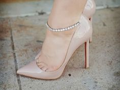 SHOERGASM: POINTY HEELS http://chanelaftercoco.blogspot.com/2013/12/shoergasm-pointy-heels.html