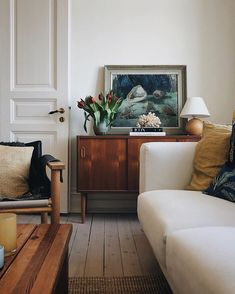 Indian Home Interior .Indian Home Interior Daybed In Living Room, Small Living Rooms, Rugs In Living Room, Living Room Furniture, Living Room Decor, Bedroom Sofa, Room Rugs, Sofa Bed, Piece A Vivre