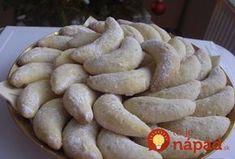 Šlehačkové rohlíčky s kokosem. Výborný recept nielen na sviatočný stôl, ale aj kedykoľvek inokedy. Napríklad aj dnes, ako skvelý dezert ku kávičke! Príprava je úplne jednoduchá – v troch krokoch. Kolaci I Torte, Czech Recipes, Healthy Cookies, Sweet Desserts, Biscotti, Christmas Cookies, Nutella, Cooker, Food And Drink