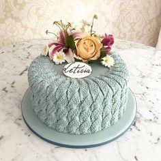 lemon mug cake Pretty Cakes, Cute Cakes, Beautiful Cakes, Amazing Cakes, Unique Wedding Cakes, Unique Cakes, Creative Cakes, Fondant Cakes, Cupcake Cakes