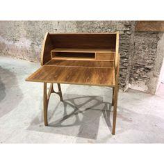 Bureau vintage de pente en teck 1980 - Design Market Scandinavian Desk, 1980s Design, Secretary Desks, White Desks, Smart Design, Cabinet Makers, Vintage Designs, Furniture Design, Vintage Items