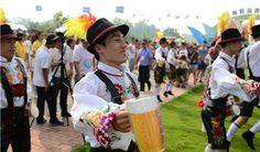 Latest Chinese News Lesson: Qing Dao Beer Festival. Dì 25 cì Qing Dao Beer Festival. 第 25 次 Qing Dao Beer Festival。 www.gurulu.com