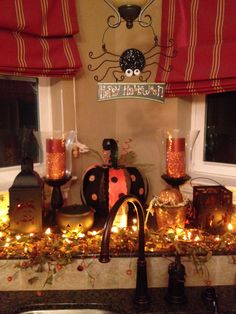 DIY Painted Pumpkins for Halloween Cute Halloween Decorations, Halloween Scene, Spooky Decor, Spirit Halloween, Holidays Halloween, Spooky Halloween, Halloween Themes, Halloween Pumpkins, Halloween Crafts