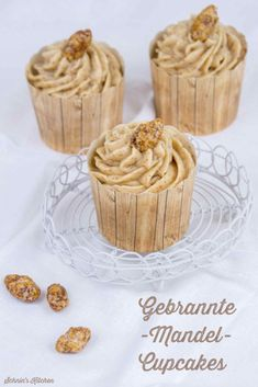 Gebrannte-Mandel-Cupcakes zur Adventsschlemmerei Burnt almond cupcakes for Advent feasting Almond Cupcakes, Easter Cupcakes, Mini Cheesecakes, Brownie Cookies, Flax Seed Benefits, Enjoy Your Meal, Flax Seed Recipes, Macaron, Savoury Cake