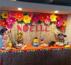 Moana ideia painel e franja mesa Moana Birthday Party Theme, Luau Theme Party, Moana Themed Party, Hawaiian Birthday, Luau Birthday, 3rd Birthday Parties, Birthday Ideas, Festa Moana Baby, Luau Party Decorations