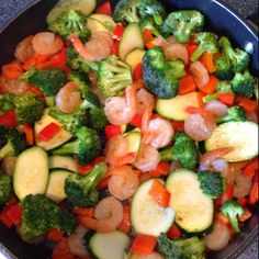 Paleo meal. Broccoli, zucchini, red peppers & shrimp